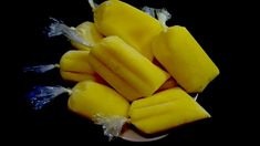 Helados de piña con leche Ice Cream Recipes, Popsicles, Celery, Pineapple, Sweet Treats, Deserts, Frozen, Banana, Sweets