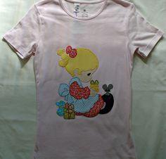 Camiseta rosa con una niña con un ratón de aplicaciones patchwork en  diferentes colores. Make cf61785f741