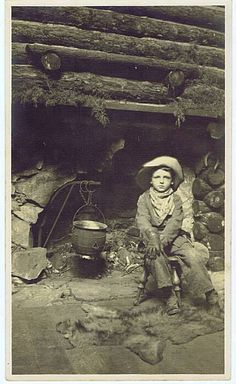 Nice Little Cowboy, late Little Cowboy, Cowboy And Cowgirl, Cowboy Baby, Camo Baby, Vintage Pictures, Old Pictures, Westerns, Old West Photos, Into The West