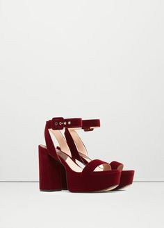 These berry red platform velvet sandals from Mango can be worn with your favorite LBD. Fashion Sandals, Shoes Sandals, Mango France, Velvet Shoes, Womens High Heels, Wedding Shoes, Me Too Shoes, Manga, Shoe Bag