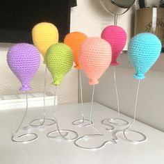 -x- EssHaych -x-: Free Crochet Pattern - Ami Balloons. Amigurumi Patterns, Crochet Patterns, Crochet Bunting Free Pattern, Free Crochet, Knit Crochet, Crochet Baby Mobiles, Mini Balloons, Double Knitting, Spool Knitting