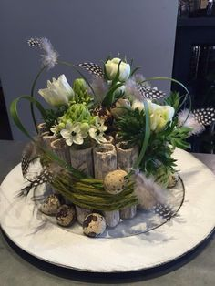 Natural Easter centerpiece perfect for family dinner Natural Easter ce. Natural Easter centerpiece perfect for family dinner Natural Easter ce. Garden Deco, Easter Dinner, Easter Table, Easter Flowers, Spring Flowers, Art Floral Noel, Diy Ostern, Butterfly Birthday, Deco Floral