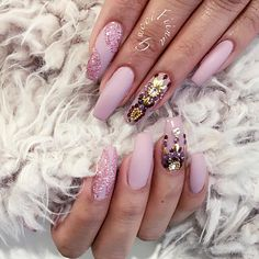 "ˢᴬᴺᴰᵞ ᴸᴱ〰ᴳᵁᶜᶜᴵ_ᶠᴵᴵᴺᴬ on Instagram: ""❄️ #brian_champagne #vegas_nay #wakeupandmakeup #melformakeup #hudabeauty #hairandmakeup #fashion #monakattan #swarovski #nails #matted #fiina_naillounge"""