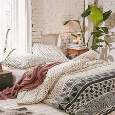 New Room Decor Bedroom Boho 40 Bohemian Bedrooms To Fashion Your Eclectic Tastes After You are in the right place about bohemian chic Here we offer you the most beautiful pictures about the bohemian bruiloft you are looking… Continue Reading → Bohemian Bedrooms, Bohemian Bedroom Decor, Cozy Bedroom, Modern Bedroom, Bedroom Ideas, Master Bedroom, Bedroom Designs, Bedroom Styles, Bohemian Room