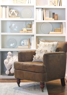 Decorating With Vintage Finds - Thistlewood Farm - 31 Days Of Character Building: Thrift Store Furniture Indian Home Interior, Indian Home Decor, Luxury Homes Interior, Home Interior Design, Simple Living Room Decor, Contemporary Home Decor, Contemporary Bathrooms, Thrift Store Furniture, Home Remodeling
