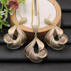 Lanyika Jewelry Set Artistic Abstract Flower Shape Sandblasting Plated Necklace with Earrings for Wedding Popular Best Gifts Women's Jewelry Sets, Jewelry Design Earrings, I Love Jewelry, Pearl Jewelry, Pendant Jewelry, Gold Jewelry, Jewelery, Women Jewelry, Indian Jewellery Design