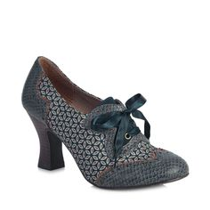 Vintage styling in a class of its own with brogue Daisy.