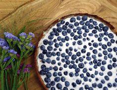 Diese Blaubeer-Tarte ist nicht nur super lecker, sondern auch gesund. Außerdem kommt sie ohne Zucker aus und ist vegan. Jetzt nachmachen!