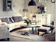 Furninova sohva ja pöytä.