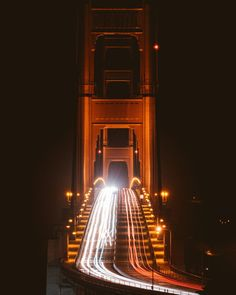 Here are the best photography spots in San Francisco including popular locations like the Golden Gate Bridge and Lombard Street. Visiter San Francisco, Lands End Trail, Karl The Fog, San Francisco At Night, San Francisco Travel Guide, Transamerica Pyramid, Sutro Baths, Beach At Night, Palace Of Fine Arts