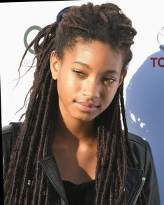 """Willow Smith, the daughter of Will and Jada Pinkett Smith, described the experience as """"excruciatingly terrible. Crochet Braids Hairstyles, Dreadlock Hairstyles, Straight Hairstyles, Girl Hairstyles, Braided Hairstyles, Black Hairstyles, Wedding Hairstyles, Willow Smith, Jada Pinkett Smith"""