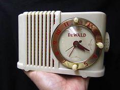 Vintage 1950s Dewald Midget Art Deco Old Mid Century Antique Bakelite Radio | What a charmer!