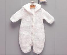 e5828fc0ee604 Pyjama pour bébé tout doux à tricoter via Makerist.fr #creative  #loisircreatif #