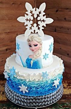 Frozen Party: 30 Cakes Ispirations - Corner Art & # s & Magic - Frozen Themed Birthday Party, Elsa Birthday, Frozen Party, Birthday Parties, Bolo Elsa, Pastel Frozen, Elsa Cakes, Frozen Cake, Bolo Frozen