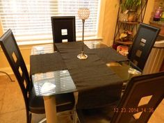 Modern glass dining table with leather chairs - $200 (collierville)