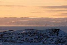 Llegan las nieves, y el cielo y la tierra quedan sumidos en un inmenso vacío. Paisaje de la tundra. Cuando llega diciembre, el sol deja de salir