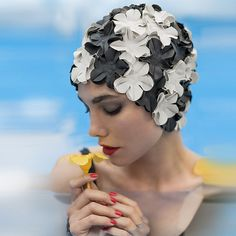 Retro Swim Cap - Vintage style Black and White swimming hat Flower cap Bathing cap Pool Flower swimm Retro Swim, Retro Bathing Suits, Vintage Swim, Mode Vintage, Vintage Style, Pool Fashion, Retro Fashion, Vintage Fashion, Women's Fashion