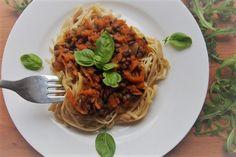 Rychlá, dobrá a sytá alternativa boloňských špaget. Doporučujeme jako rychlovku na večeři, když nevíte, co vařit a potřebujete nasytit celou rodinu. Tempeh, Tofu, Spaghetti, Ethnic Recipes, Noodle