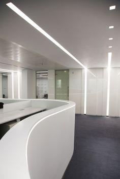 Built in lighting profile underscore by iguzzini illuminazione design dean skira white for Lighting architectural interiors