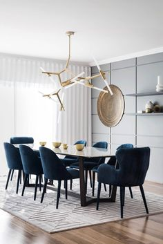 Get inspired by these dining room decor ideas! From dining room furniture ideas, dining room lighting inspirations and the best dining room decor inspirations, you'll find everything here! Luxury Dining Tables, Luxury Dining Room, Dining Table Design, Modern Dining Table, Dining Room Lighting, Navy Dining Chairs, Dining Decor, Small Dining, Accent Chairs