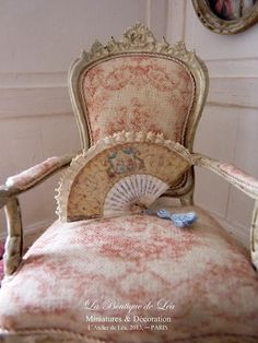 French fan, XVIIIth century, Marie-Antoinette boudoir, decorative accessory for a French dollhouse in 1:12 th scale