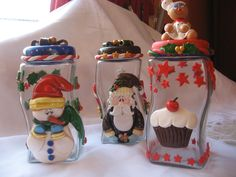 potes o frascos navideños Christmas Jars, Christmas Ornament Crafts, Polymer Clay Projects, Diy Clay, Clay Box, Recycled Jars, Cake Decorating With Fondant, Polymer Clay Christmas, Clay Mugs