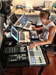 Wachka|Online Dj Store |Controllers|Edm Production Gear| Dj Equipement|Controllers {Check Our Chop Section For a Great selection Of Dj Gear And Edm Music Production Equipment.Or Our Blog For Some Product Reviews,Djing Tips,News....} Wachka.com