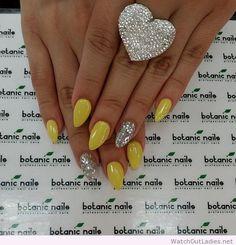 Botanic nails shape, yellow, silver glitter