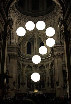 La nuit blanche – not retouched St. Paul church, Paris/France. Installation by Robert Stadler for «La nuit blanche» festival