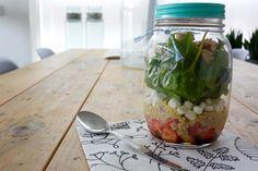 Een goede lunch is erg belangrijk en een goede voorbereiding is daarbij het halve werk als je niet thuis luncht. Ik maakte een salade met geitenkaas.