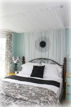 Love the toile and color scheme