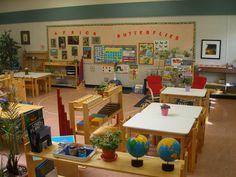Montessori Classroom Design – Undercroft Montessori School – Tulsa, OK Montessori Preschool, Montessori Classroom Layout, Reggio Emilia Classroom, Preschool Rooms, Classroom Setup, Classroom Design, Classroom Pictures, Daycare Rooms, Montessori Elementary