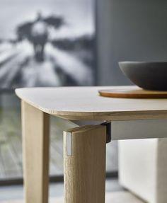 Table Oskar -B&B Italia - Design of Vincent Van Duysen Futuristic Furniture, Cool Furniture, Furniture Design, Plywood Furniture, Modern Furniture, Chair Design Wooden, Plumbing Pipe Furniture, Italia Design, B & B