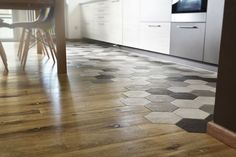Piastrelle Esagonali Con Parquet Tiny Spaces, Kitchen Flooring, Decoration, Interior Inspiration, Tile Floor, Kitchen Design, Tiles, Sweet Home, New Homes