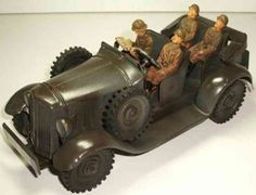 Hausser (Elastolin) Military-Vehicles Jeep with clockwork and crew in