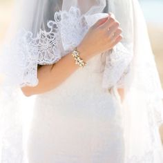 One of my recent favorite wedding shots is this closeup of a bride's hands against her gown with the edges of her veil. So serenely gorgeous. Thank you @samanthakirkphoto for letting me share this! by nancyliuchin