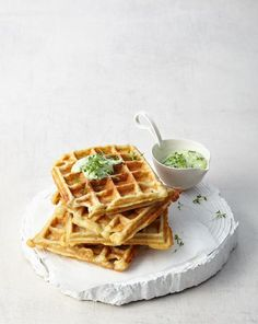 Kartoffelwaffeln mit Kräuterjoghurt Rezept Potato Rice, Egg Toast, Always Hungry, Bacon Egg, Fabulous Foods, Vegetable Dishes, Street Food, Cravings, Brunch