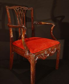 Elegant #English chair #GeorgeIII in #mahogany finely carved. Period late 18th Century. For sale on Proantic by Antiques Provence.