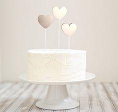 Topo de bolo Floating Hearts, disponível em nossa loja virtual - 2Wed by Doslab Design Studio.