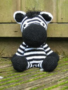 Amigurimi Zebra Made Hi Ladies! Today I would like to tell you information about again Amigurumi but for now our main subject is amigurumi zebra which is very easy to d. Cute Crochet, Crochet Crafts, Crochet Dolls, Yarn Crafts, Crochet Projects, Knit Crochet, Crochet Zebra, Amigurumi Patterns, Zebras