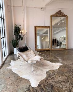 This minimal yet bohemian style loft/warehouse interior is a WHOLE vibe. The gold mirrors are perfect with the fur rug. Home Interior, Decor Interior Design, Interior And Exterior, Interior Decorating, Design Living Room, Living Room Decor, Bedroom Decor, Room Inspiration, Interior Inspiration