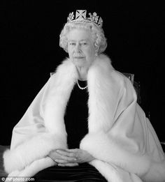 The Queen, 2004 photo shoot taken by Nina Duncan for the artist Chris Levine
