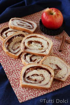 apple cinnamon walnut bread ...delicious! @Laura | Tutti Dolci