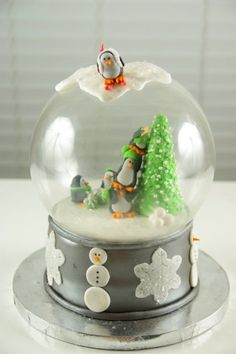 I made this snow globe cake for my office Christmas...