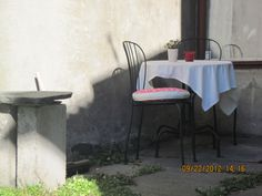 Whilst not an actual pub or cafe, a sweet little romantic spot outside for a cuppa:)
