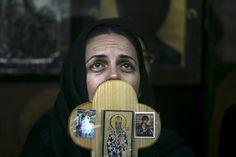 O femeie credincioasă din Serbia la procesiunea de pe Via Dolorosa, în vechiul oraș al Ierusalimului (Israel).