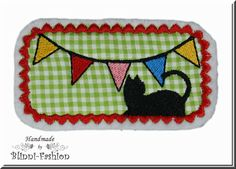 """""""Wimpelkette - Katze""""    Witzig, bunte Wimpelkette mit schwarzer Katze gestickt auf Baumwollstoff und Filz.    Super zum Aufpeppen von Shirts, Jacke,"""
