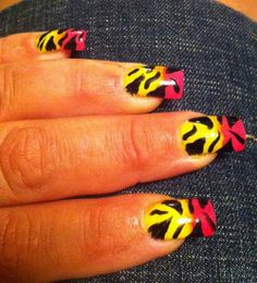 Sunni DeFoutche', Sunni from Miami Spa (Dallas, TX) Now this is neat and pretty nail art! i love the nail polish!
