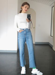 [STYLENANDA] STRIPED WHISKER WASH JEANS