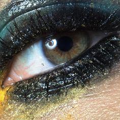 I found the best eye model ever 😍 @liliaclady @jerryavila_ @osbrinkmodels #beauty #beautyphotography #makeup #makeupart #makeupideas #makeupaddict #eyemakeup #glossyeye